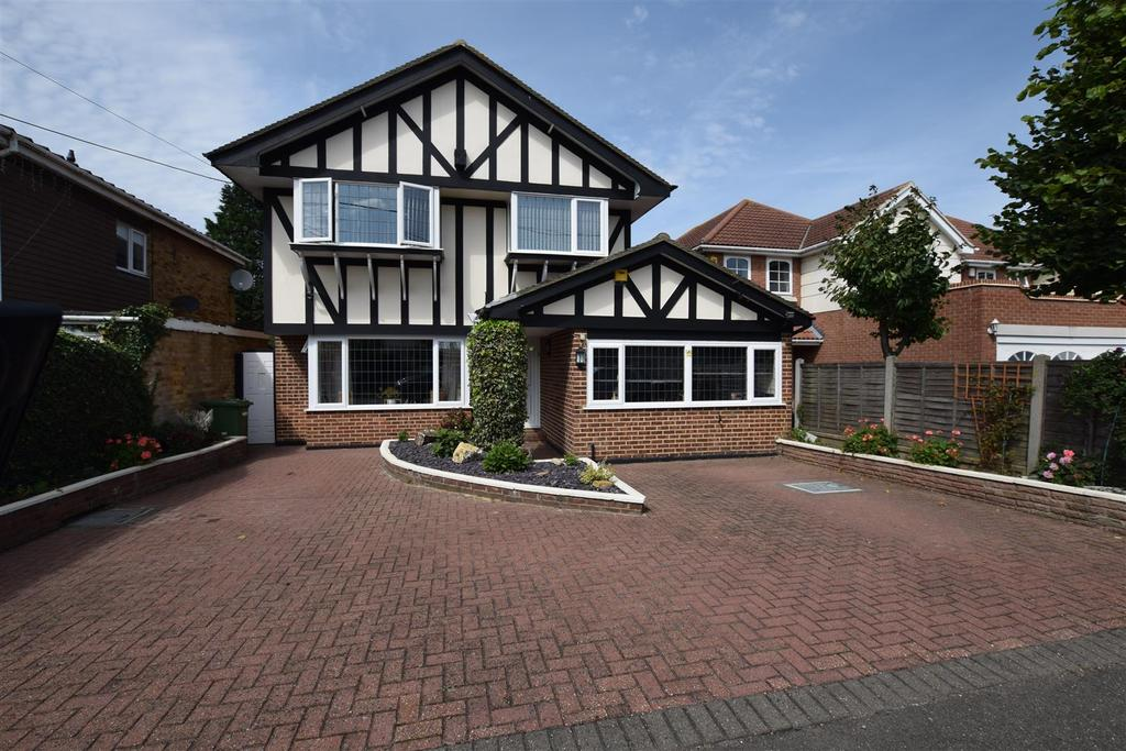4 Bedrooms Detached House for sale in Marine Approach, Canvey Island