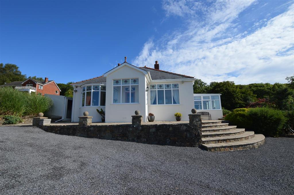3 Bedrooms Detached Bungalow for sale in Gwscwm Road, Pembrey, Burry Port
