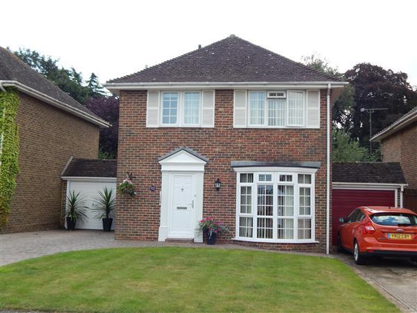 3 Bedrooms Detached House for sale in Blenheim Avenue, Faversham