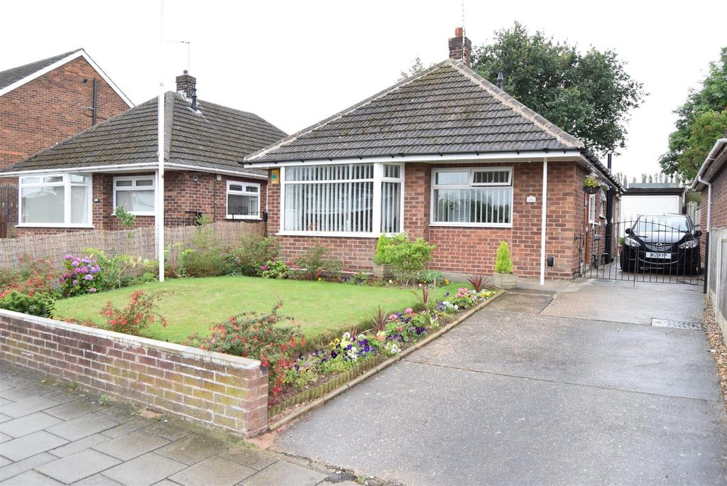 3 Bedrooms Detached Bungalow for sale in Fairholme Drive, Mansfield