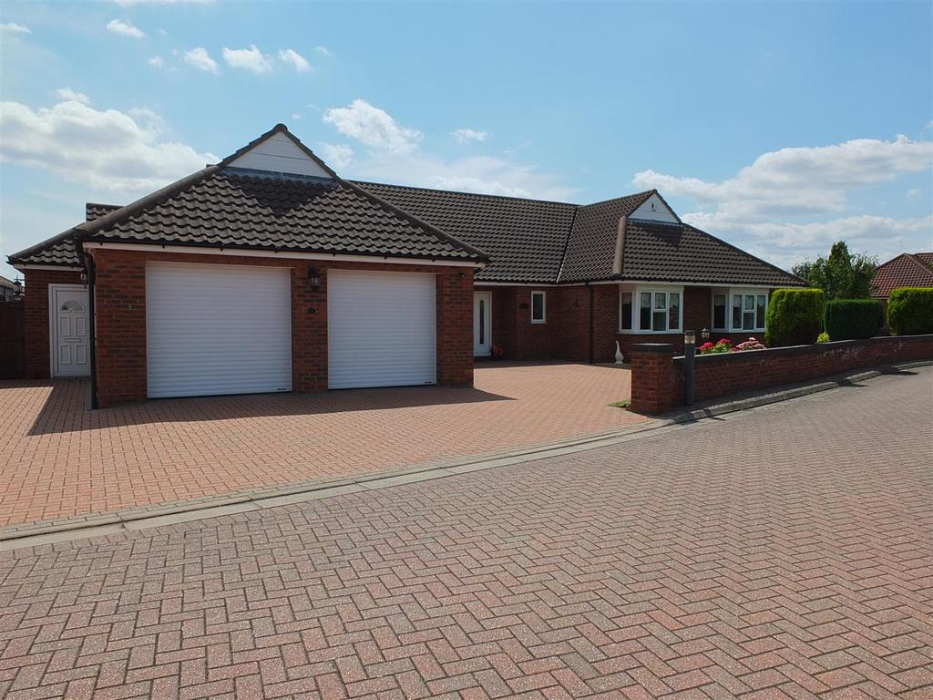 3 Bedrooms Detached Bungalow for sale in The Wentworths, Long Sutton