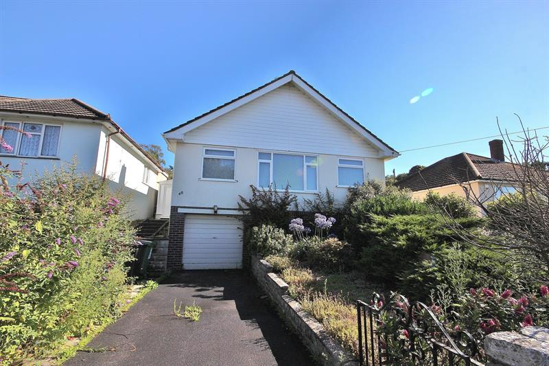 2 Bedrooms Detached Bungalow for sale in Lancaster Drive, Broadstone