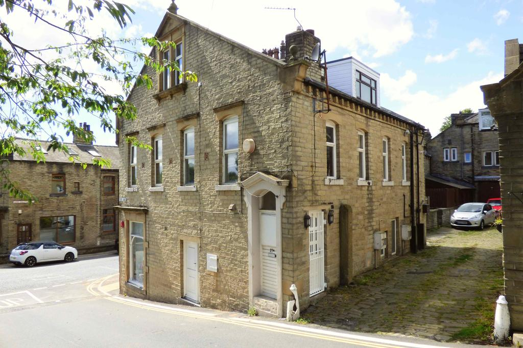 2 Bedrooms Maisonette Flat for sale in Halifax Road, Hipperholme HX3
