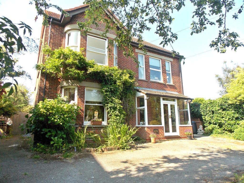 6 Bedrooms Detached House for sale in Brook Lane, Felixstowe IP11