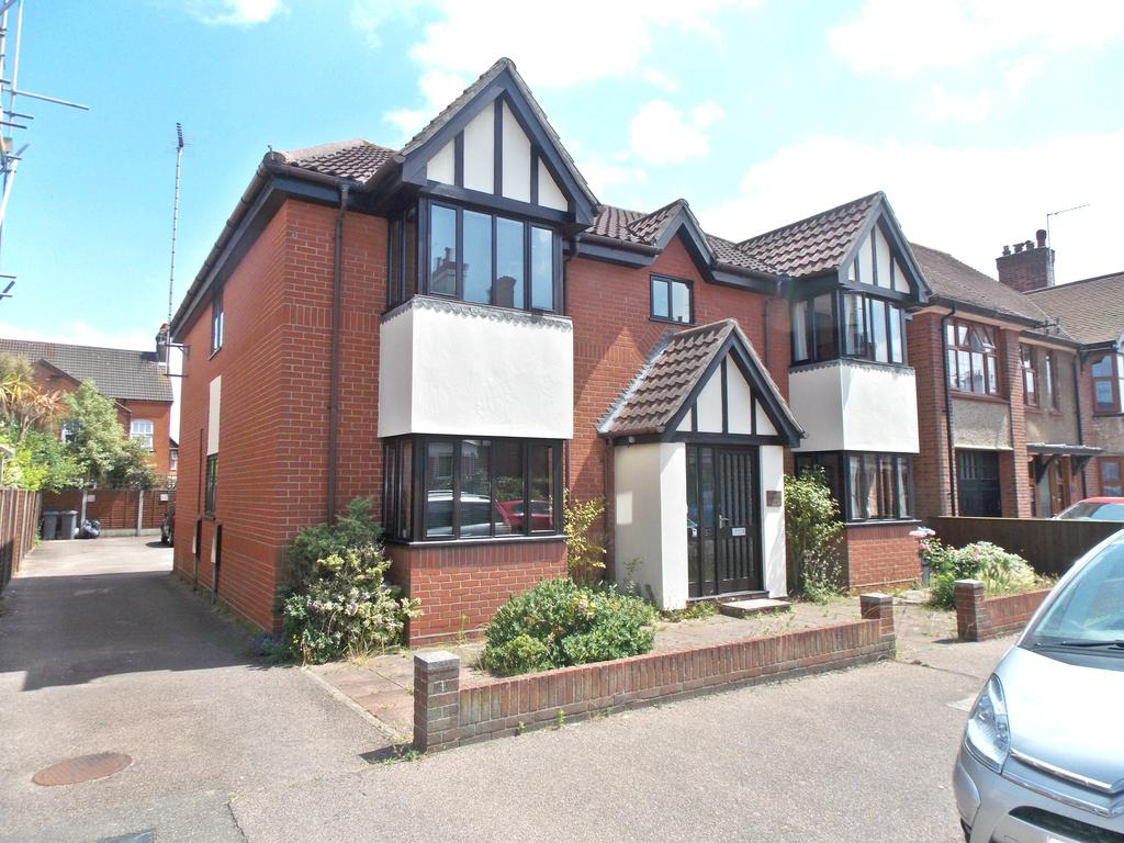 2 Bedrooms Apartment Flat for sale in 57 Tomline Road, Felixstowe IP11