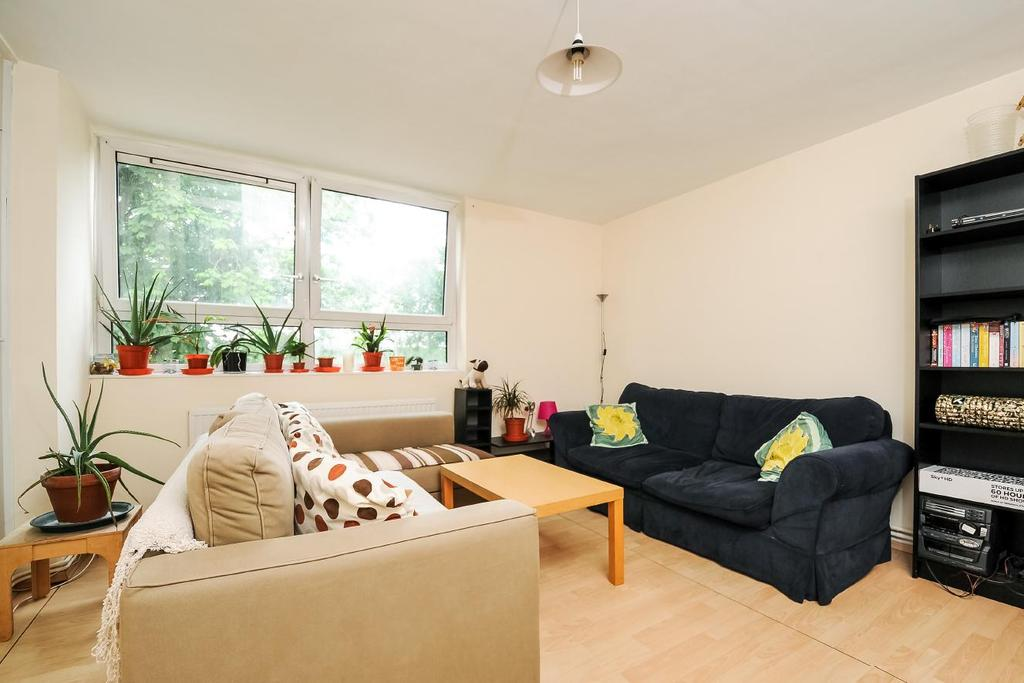 4 Bedrooms Flat for sale in Winterfold Close, Southfields