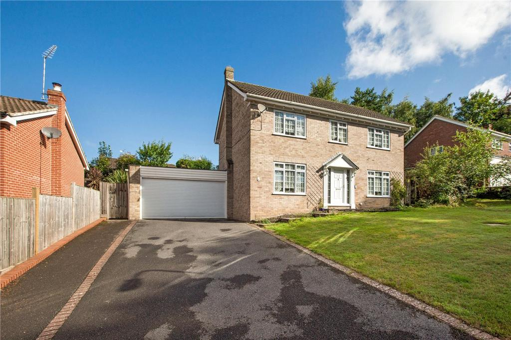 4 Bedrooms Detached House for sale in Conifer Crest, Newbury, Berkshire, RG14