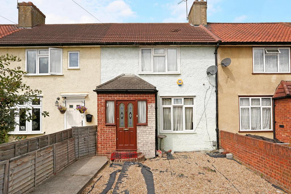 3 Bedrooms Terraced House for sale in Albion gardens, dagenham Rm10