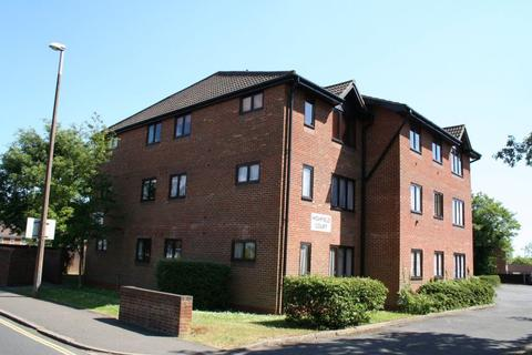 2 bedroom flat to rent - Highfield Court, Haywards Heath