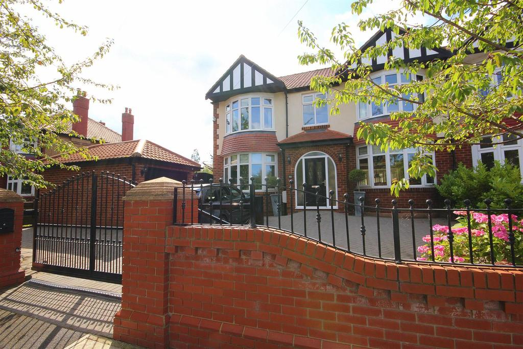 5 Bedrooms Semi Detached House for sale in The Grove, Hartlepool