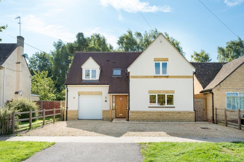 4 Bedrooms Detached House for sale in High Street, Standlake, Witney, Oxfordshire