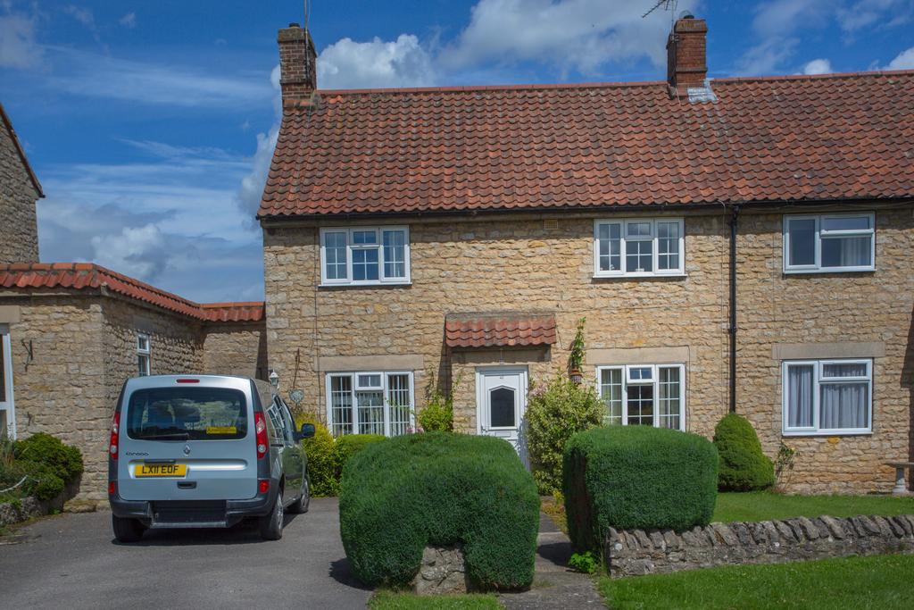 3 Bedrooms Semi Detached House for sale in Elmslac Road, Helmsley YO62