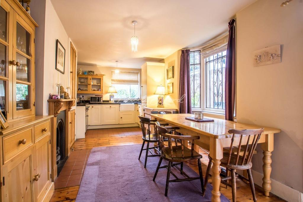 3 Bedrooms Terraced House for sale in Fairthorn Road, Charlton, SE7