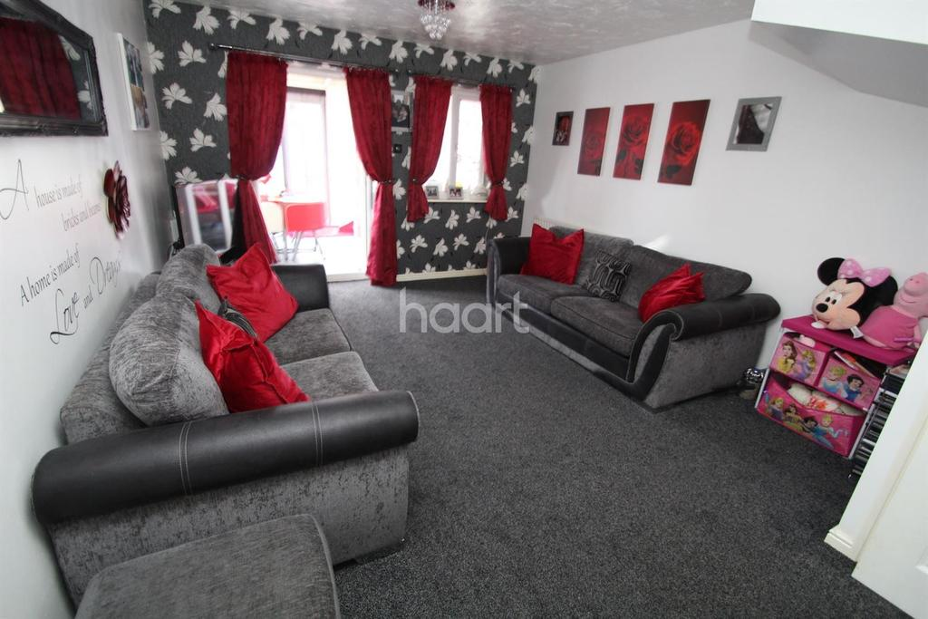2 Bedrooms Semi Detached House for sale in Dandelion Close, Rush Green, Romford