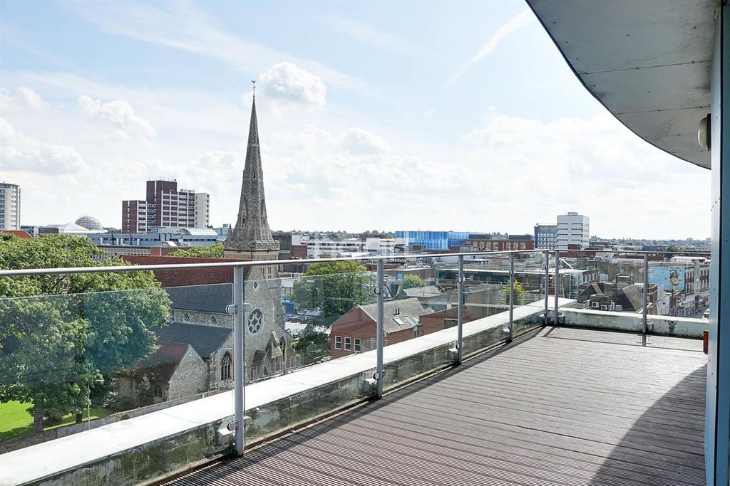 2 Bedrooms Flat for sale in Rubicon Court, North Street, Romford