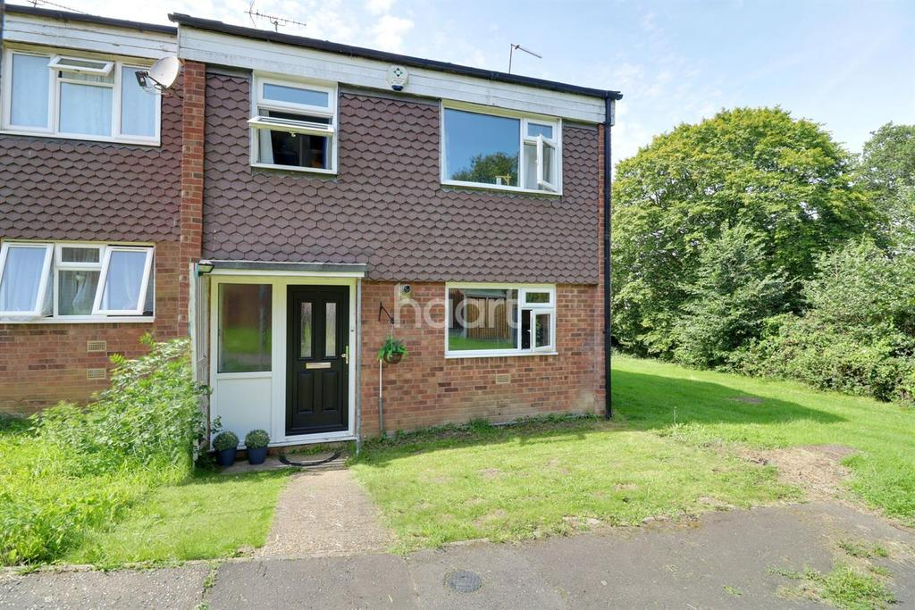 3 Bedrooms End Of Terrace House for sale in Rothwell Close, Leigh-on-sea