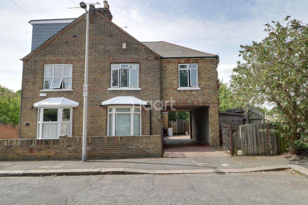 4 Bedrooms Semi Detached House for sale in Grove End, South Woodford, E18