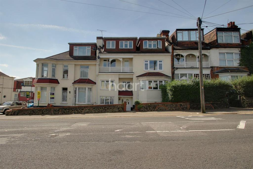 2 Bedrooms Flat for sale in Palmeira Court, Station Road