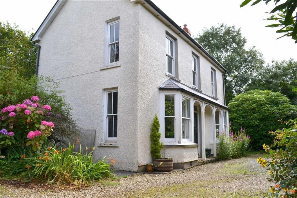 3 Bedrooms Detached House for sale in Plwmp, Llandysul, Carmarthenshire