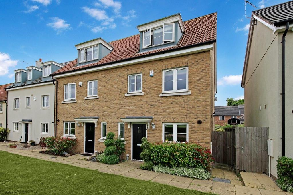 4 Bedrooms House for sale in Blenheim Square, CM16
