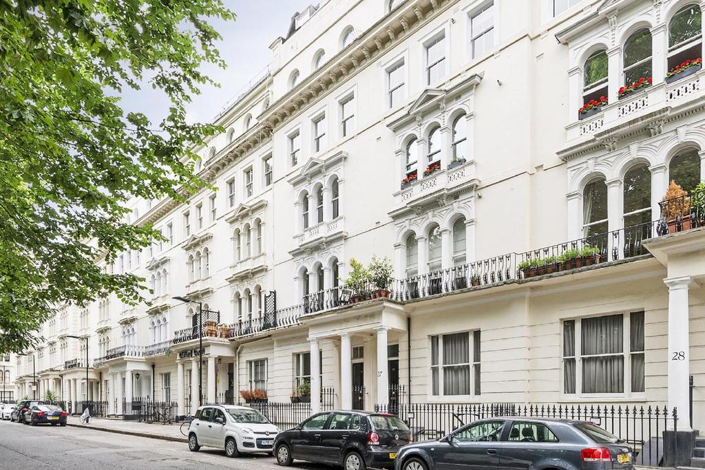 3 Bedrooms Flat for sale in Kensington Gardens Square, Bayswater