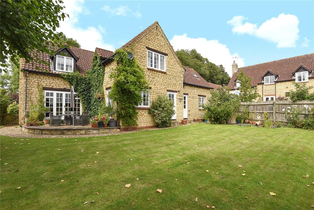 4 Bedrooms Detached House for sale in Glebe Farm Court, Wilby Lane, Great Doddington, Northamptonshire, NN29