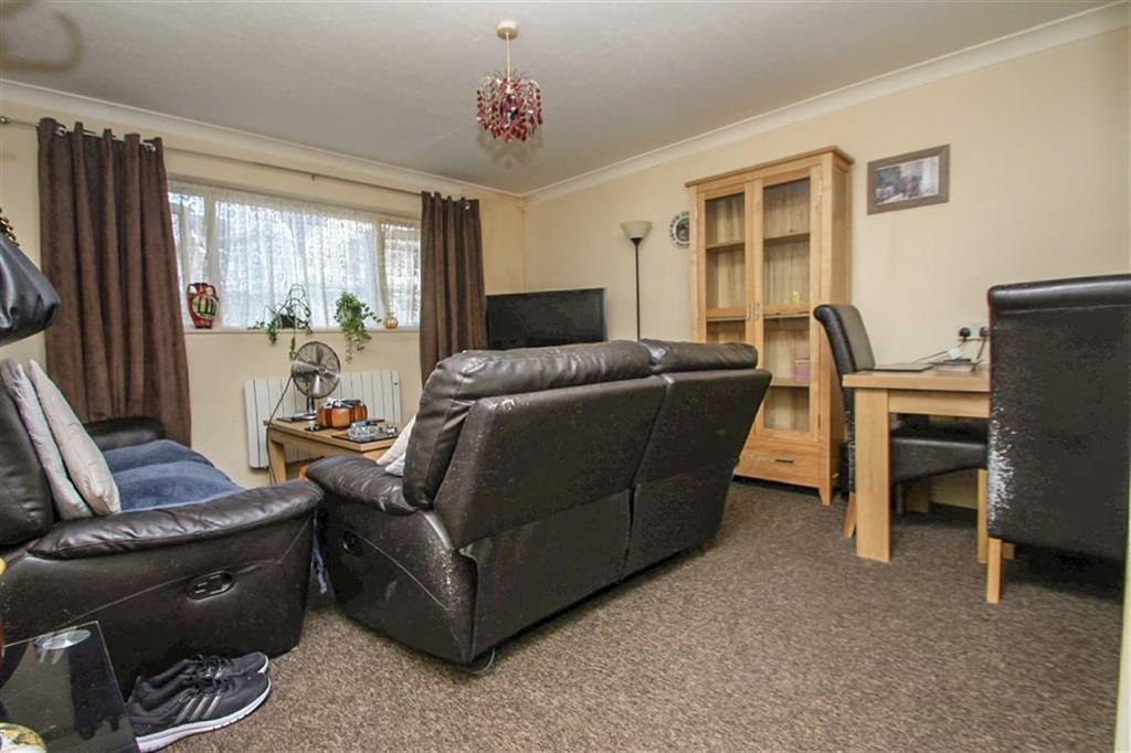 2 Bedrooms Flat for sale in Duncan Court, Clacton-on-Sea