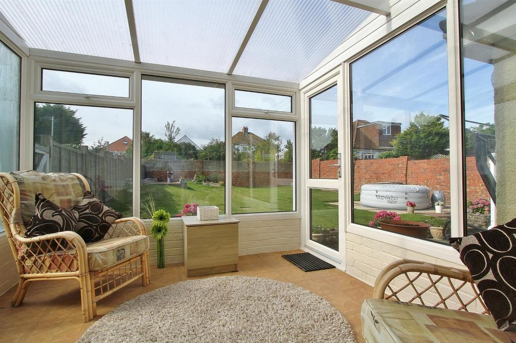 3 Bedrooms Semi Detached House for sale in Holtview Road