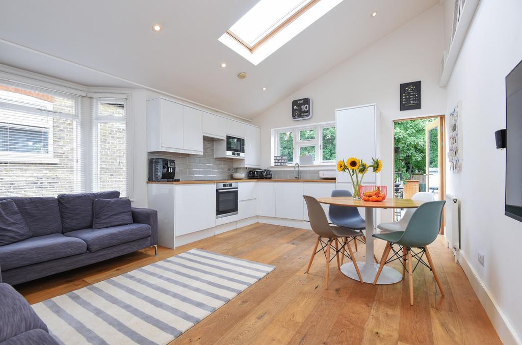 3 Bedrooms Maisonette Flat for sale in Dunstans Road East Dulwich