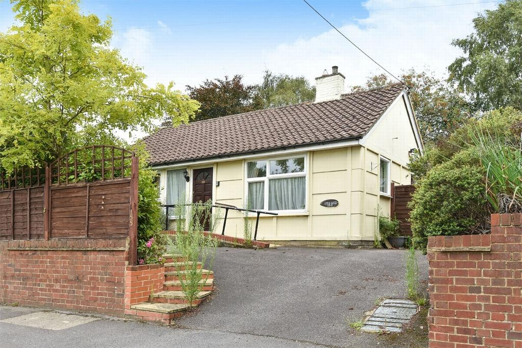 2 Bedrooms Detached Bungalow for sale in Farnborough, Hampshire