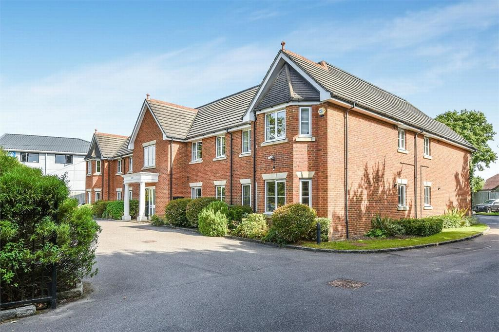 2 Bedrooms Flat for sale in West End, Woking, Surrey