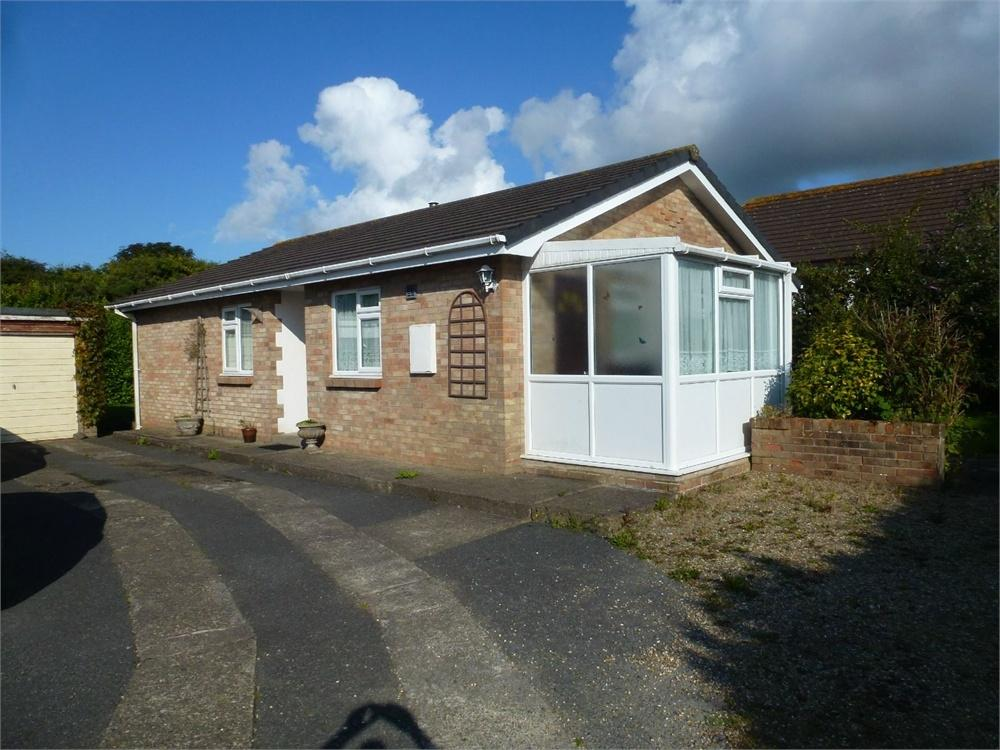 3 Bedrooms Detached Bungalow for sale in Dolwerdd, Penparc, Cardigan, Ceredigion