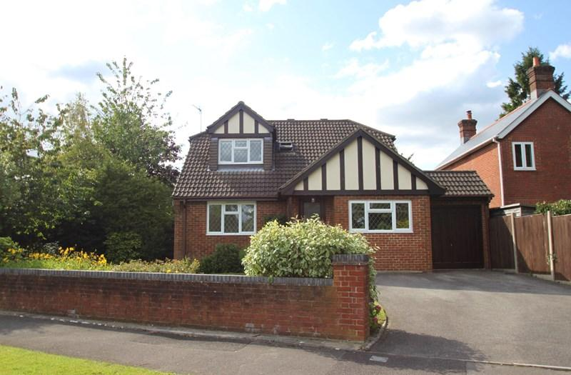 4 Bedrooms Detached House for sale in Sherwood Drive, VERWOOD