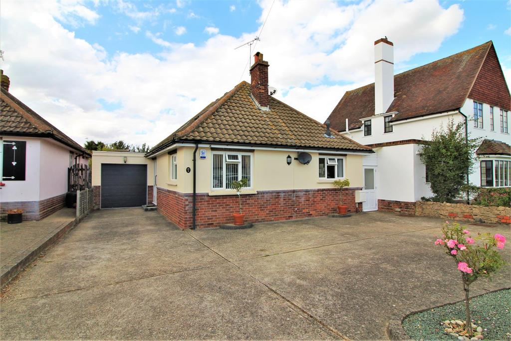3 Bedrooms Detached Bungalow for sale in Graces Walk, Frinton-On-Sea
