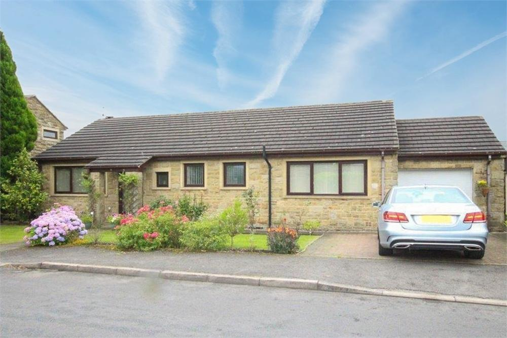 3 Bedrooms Detached Bungalow for sale in Pond Farm Drive, HOVE EDGE, BRIGHOUSE, West Yorkshire