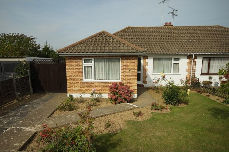 2 Bedrooms Semi Detached Bungalow for sale in Mountain Ash Avenue, Leigh-On-Sea