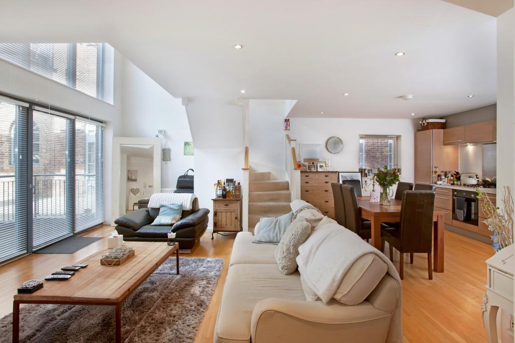 2 Bedrooms Duplex Flat for sale in North Block, The Railstore, Kidman Close, Gidea Park, RM2