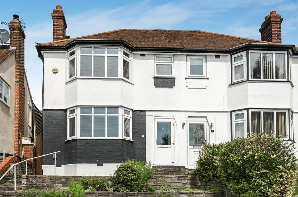 3 Bedrooms Semi Detached House for sale in Winlaton Road Bromley BR1