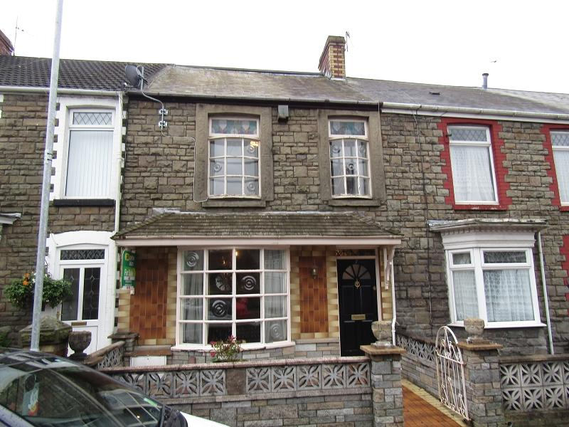 4 Bedrooms Terraced House for sale in Leonard Street, Neath, Neath Port Talbot.