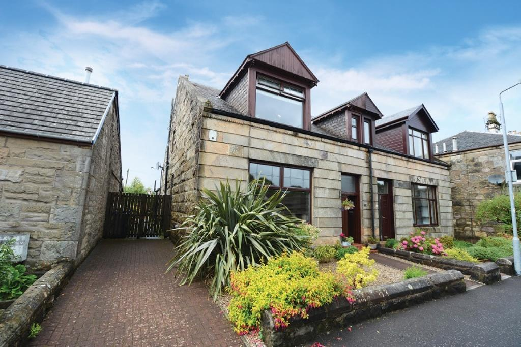 4 Bedrooms Semi-detached Villa House for sale in 16 Grahamfield Place, Beith, KA15 1AY