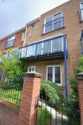 4 Bedrooms Terraced House for rent in Colin Murphy Road Hulme. M15 5rs Manchester