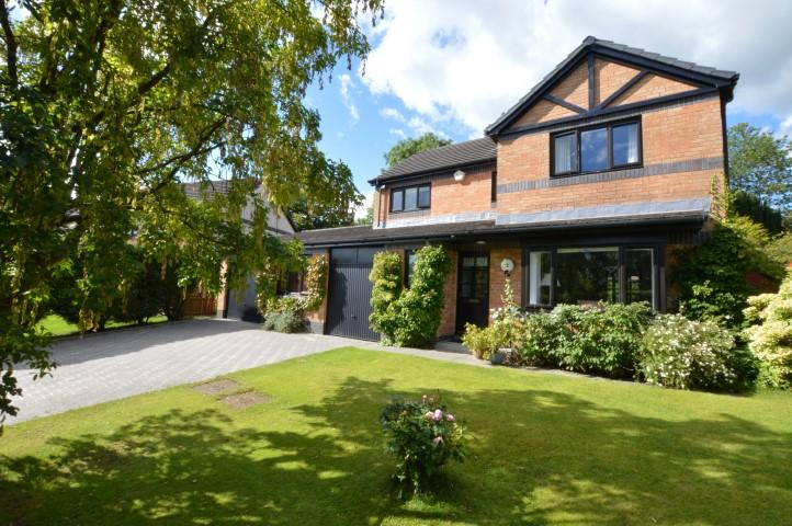 4 Bedrooms Detached House for sale in 12 Dunellan Road, Milngavie, G62 7RE