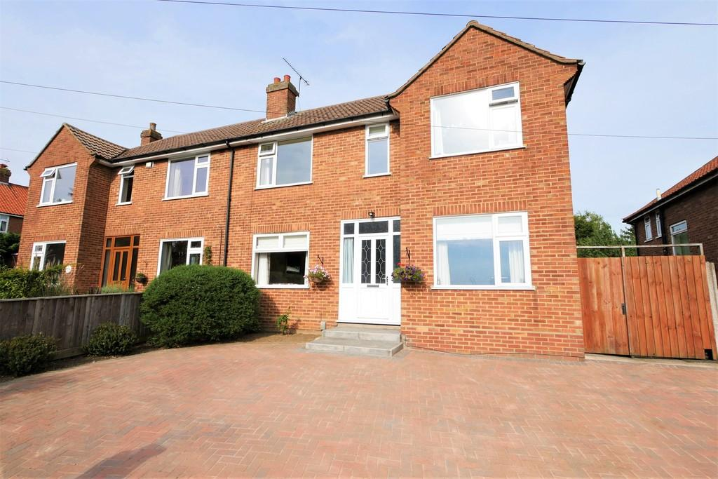 3 Bedrooms Semi Detached House for sale in Dale Hall Lane, Ipswich