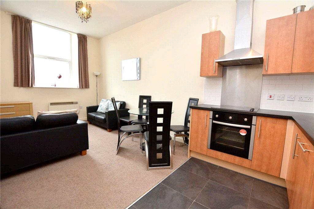 2 Bedrooms Apartment Flat for sale in St Vincent Court, Littlemoor Road, Pudsey, West Yorkshire