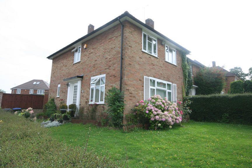 3 Bedrooms Semi Detached House for sale in Swinton Close, Wembley Park HA9 9HW
