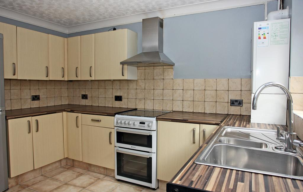 2 Bedrooms Terraced House for sale in Henwalia, Caernarfon, North Wales