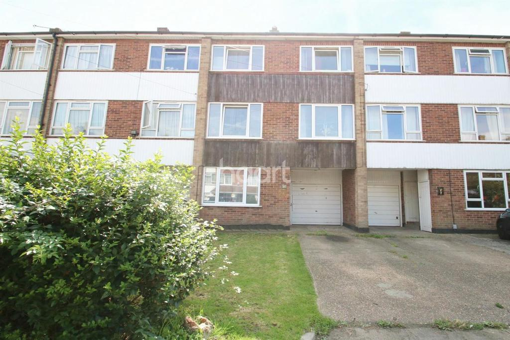 3 Bedrooms Terraced House for sale in St Christophers Close, Canvey