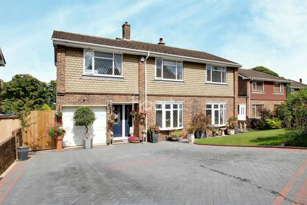 4 Bedrooms Detached House for sale in Penenden Heath, ME14