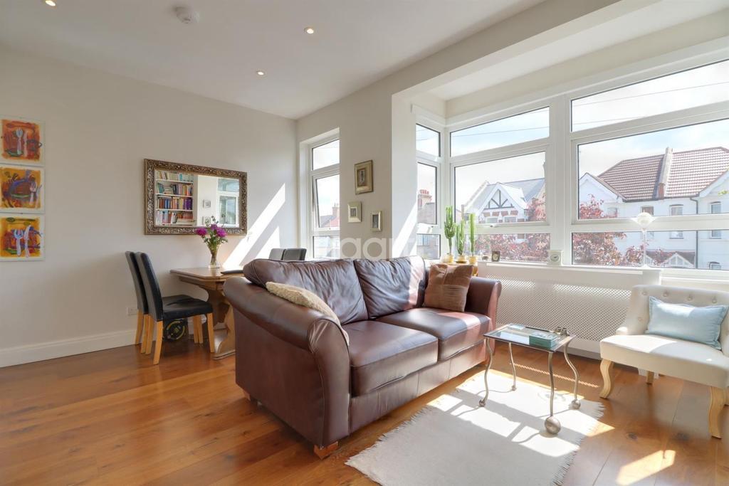 2 Bedrooms Maisonette Flat for sale in Central Road, Wembley
