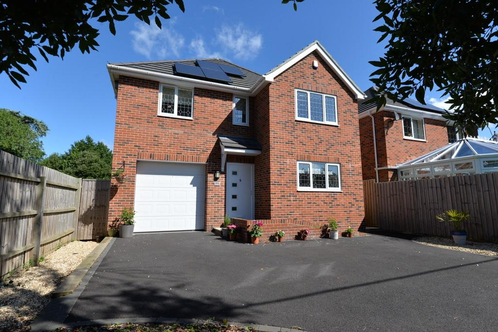 4 Bedrooms Detached House for sale in Avenue Road, New Milton